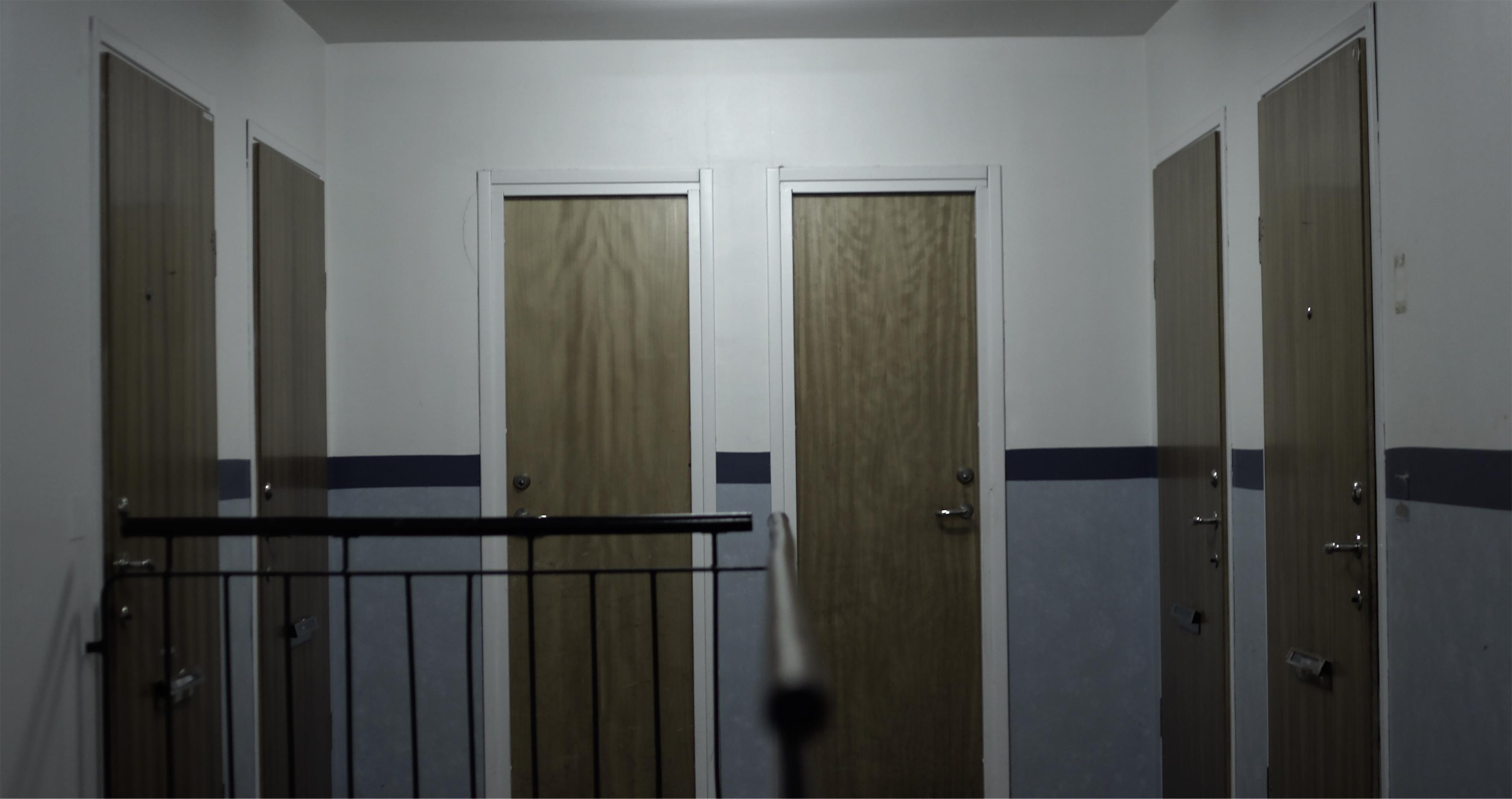 mörkt trappuppgång mindre